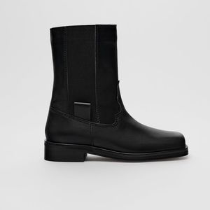 • Zara • Leather Square Toe Ankle Boots